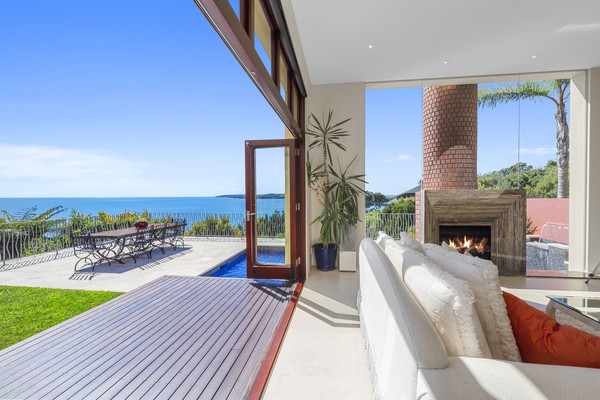 real estate photographer - balcony view